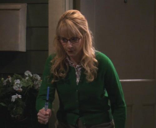Bernadette's green cardigan on The Big Bang Theory
