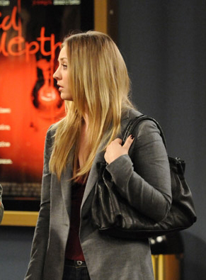 Penny's grey blazer and black handbag on The Big Bang Theory