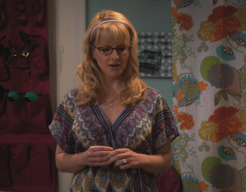 Bernadette's patterned kaftan style top on The Big Bang Theory
