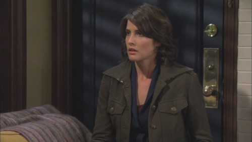Robin's olive green coat on How I met your mother