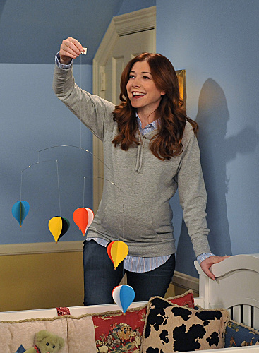 Lily's grey maternity hoodie on How I met your mother