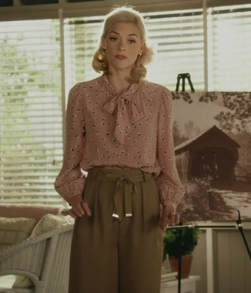 Lemon's pink pussybow blouse and green trousers on Hart of Dixie