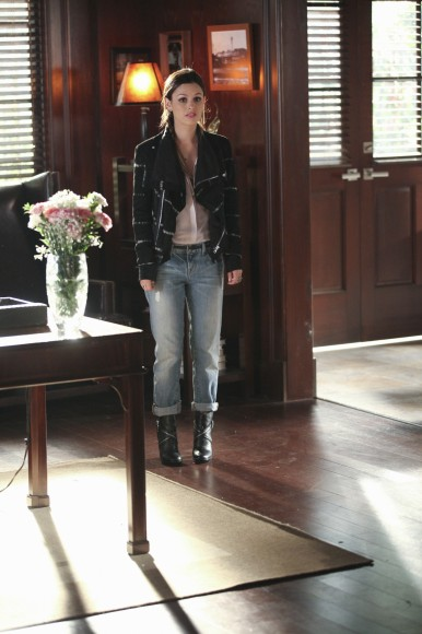 Zoe's striped jacket with jeans on Hart of Dixie