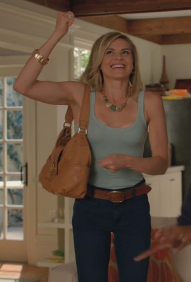 Jane's tan handbag on Happy Endings