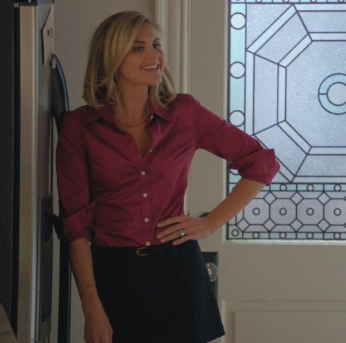 Jane's pink top and black mini skirt on Happy Endings