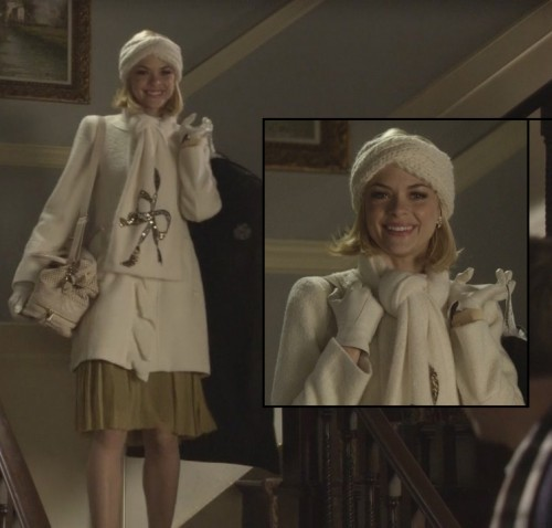 Lemon's white knit beanie and bow scarf on Hart of Dixie