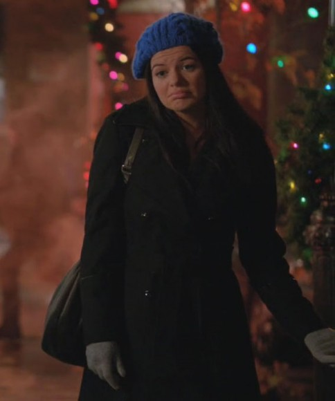 Penny's blue beanie and black coat on Happy Endings