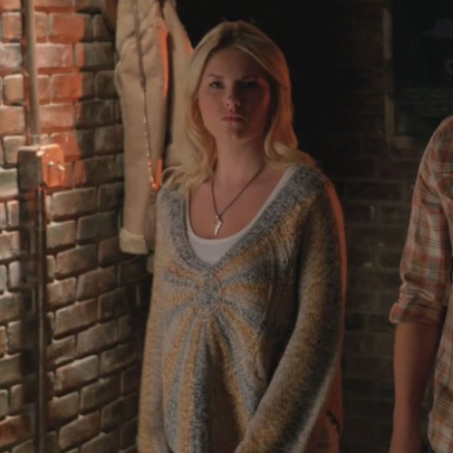 Alex's yellow and grey oversized sweater on Happy Endings