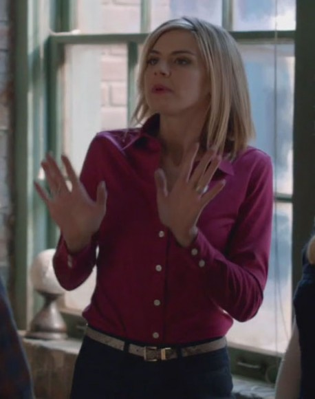 Jane's pink blouse on Happy Endings