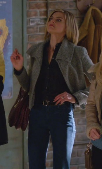Jane's grey coat and burgundy handbag on Happy Endings