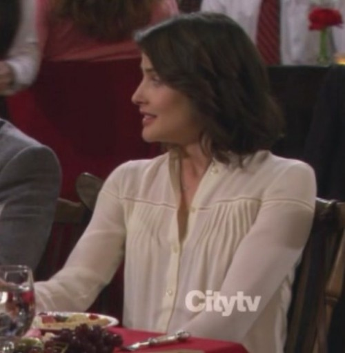 Robin's white longsleeve blouse on HIMYM