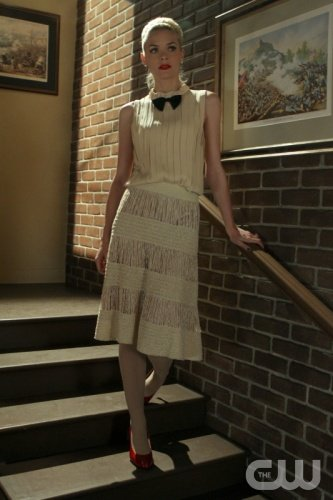 Lemon's cream outfit with bow tie and red heels on Hart of Dixie