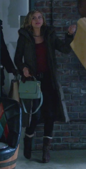 Jane's aqua satchel on Happy Endings