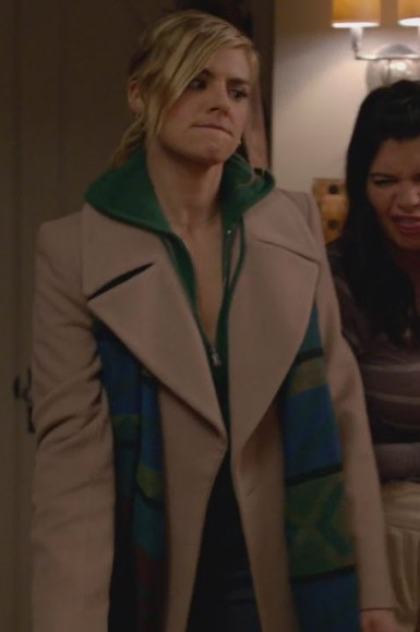 Jane's beige coat with green stripe scarf on Happy Endings