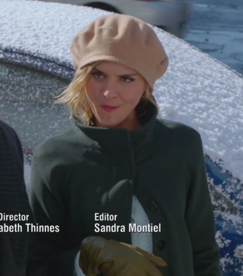 Janes green coat and beige beanie on Happy Endings