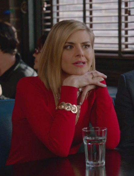 Jane's red top and gold bracelet on Happy Endings