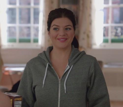 Penny's grey hoodie on Happy Endings