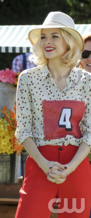 Lemon's red pants, white printed blouse and cream hat on Hart of Dixie