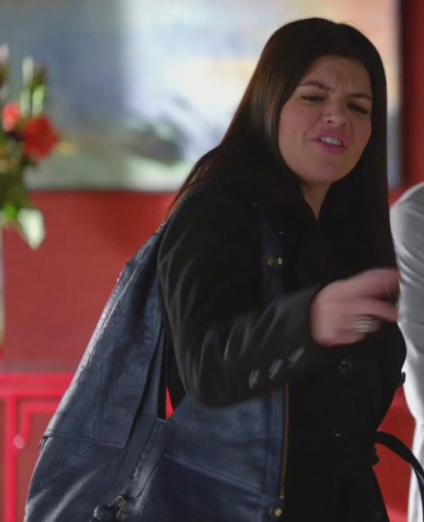 Penny's blue handbag on Happy Endings