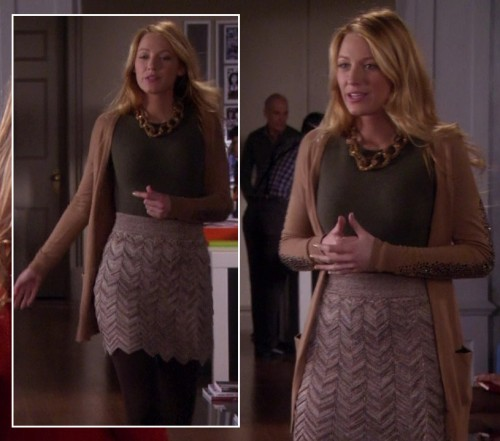 Serena's beaded skirt and chunky chain necklace on Gossip Girl