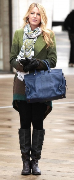 Serena's green wrap cardigan and scarf with blue handbag on Gossip Girl