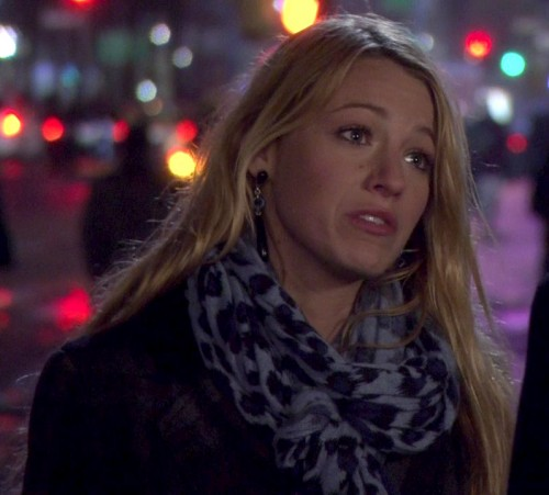 Serena's grey/blue leopard scarf of Gossip Girl