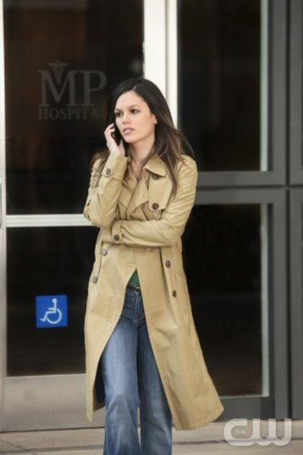 Zoe Hart's beige trench coat on Hart of Dixie