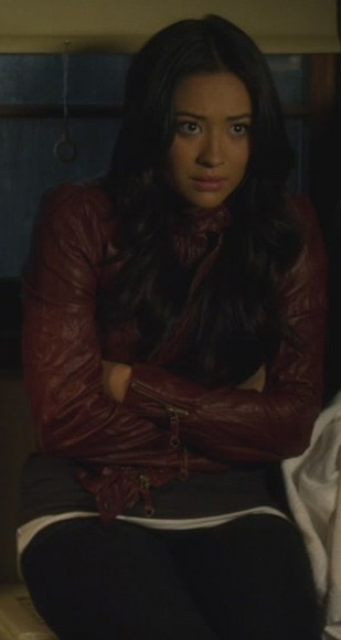 Emily's red leather jacket on Pretty Little Liars