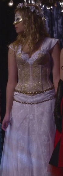 Hanna's dress at the masquerade ball on PLL