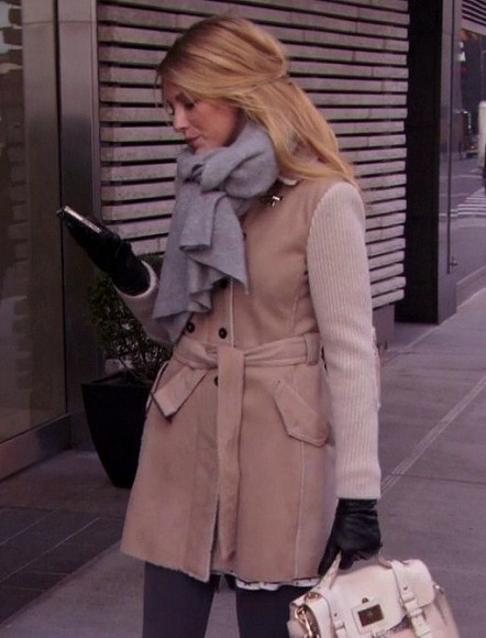 Serena's cream handbag and striped sleeve coat with a grey scarf on Gossip Girl