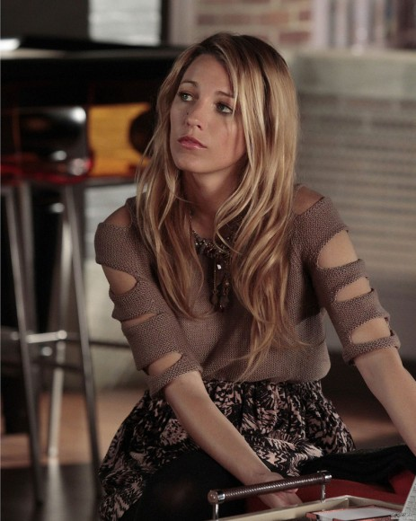Serena's sleeve cutout top on Gossip Girl