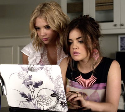 Aria's pink spike necklace and black&white laptop cover on Pretty Little Liars