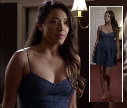 Emily's blue chambray dress on Pretty Little Liars