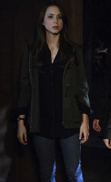 Spencer's olive green coat on PLL
