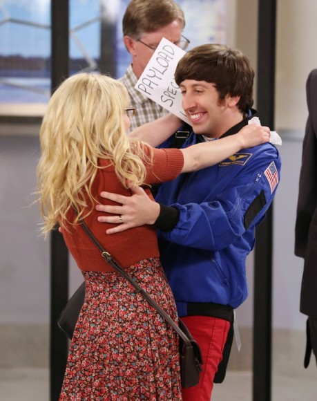 Bernadette's brown purse on The Big Bang Theory season 6