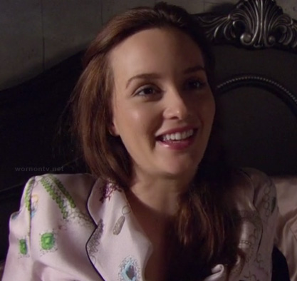Blair's pink pajamas on Gossip Girls season 6
