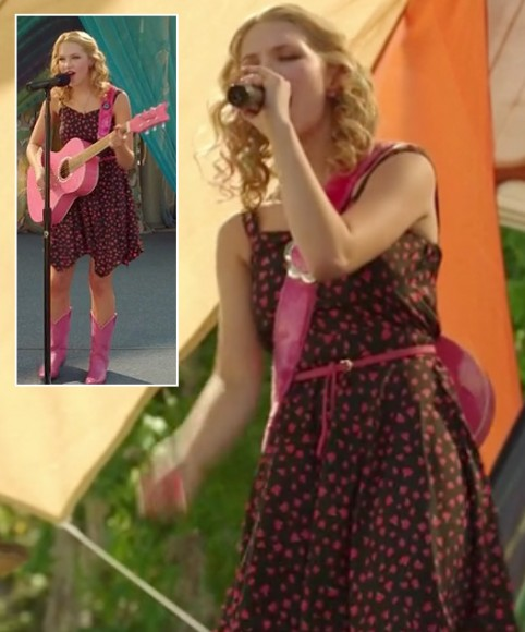 Magnolia's pink and black dress and pink guitar on HoD