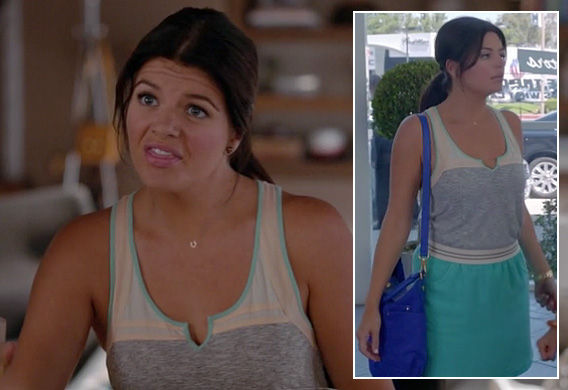 Penny's blue shoulder bag on Happy Endings season 3