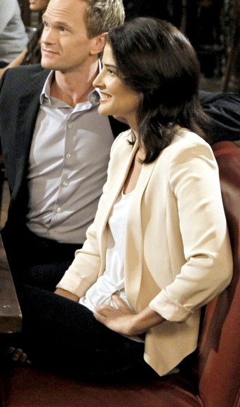 Robin's ivory/white/cream blazer on HIMYM Season 8