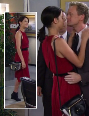 Robin's red dress and black & white bag on How I Met Your Mother