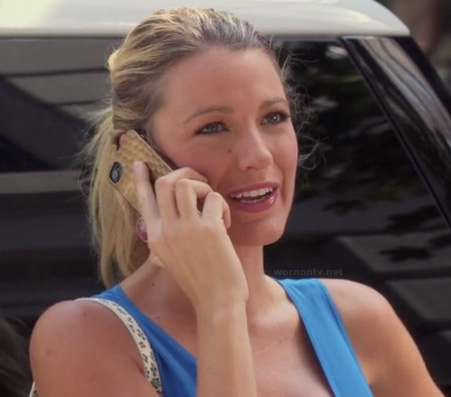 Serena's gold iphone cover on Gossip Girl season 6