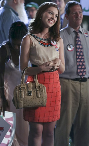 Annabeth's cream textured handbag on Hart of Dixie