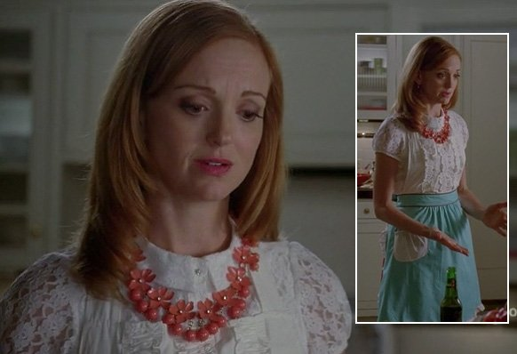 Emma's coral flower necklace and blue apron on Glee