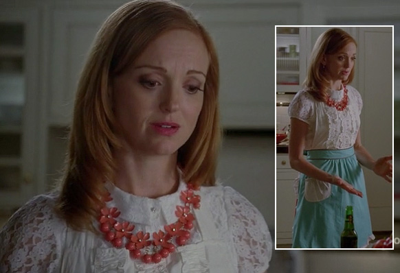 Emma Pillsbury's coral orange flower necklace on Glee season 4