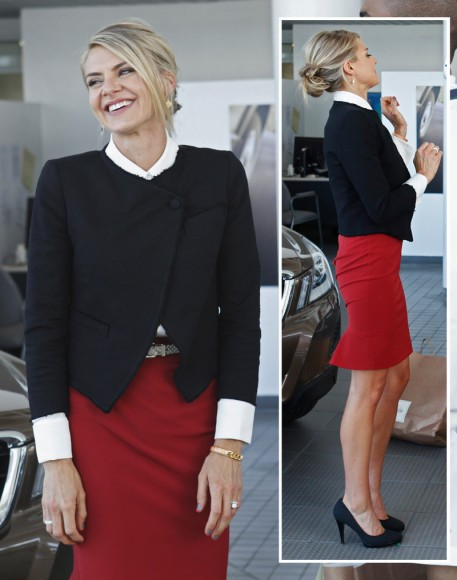 Jane's navy blue cropped jacket on Happy Endings