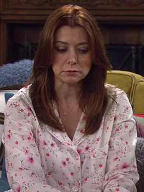 Lily's floral pink pjs on HIMYM season 8