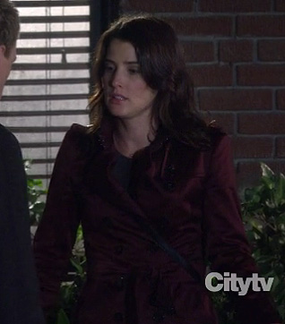 Robins burgundy trench coat on How I Met Your Mother