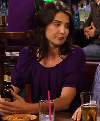 Robins purple blouse on HIMYM season 8