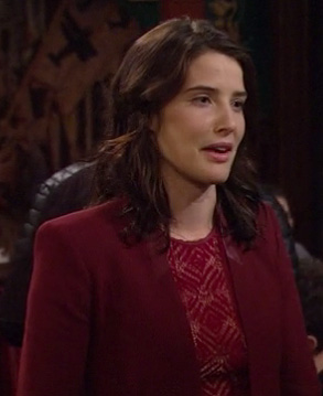 Robin's red blazer with leather on HIMYM season 8