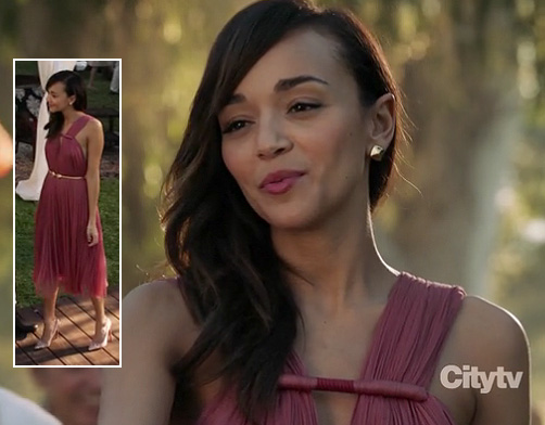 Ashleys pink dress on Revenge